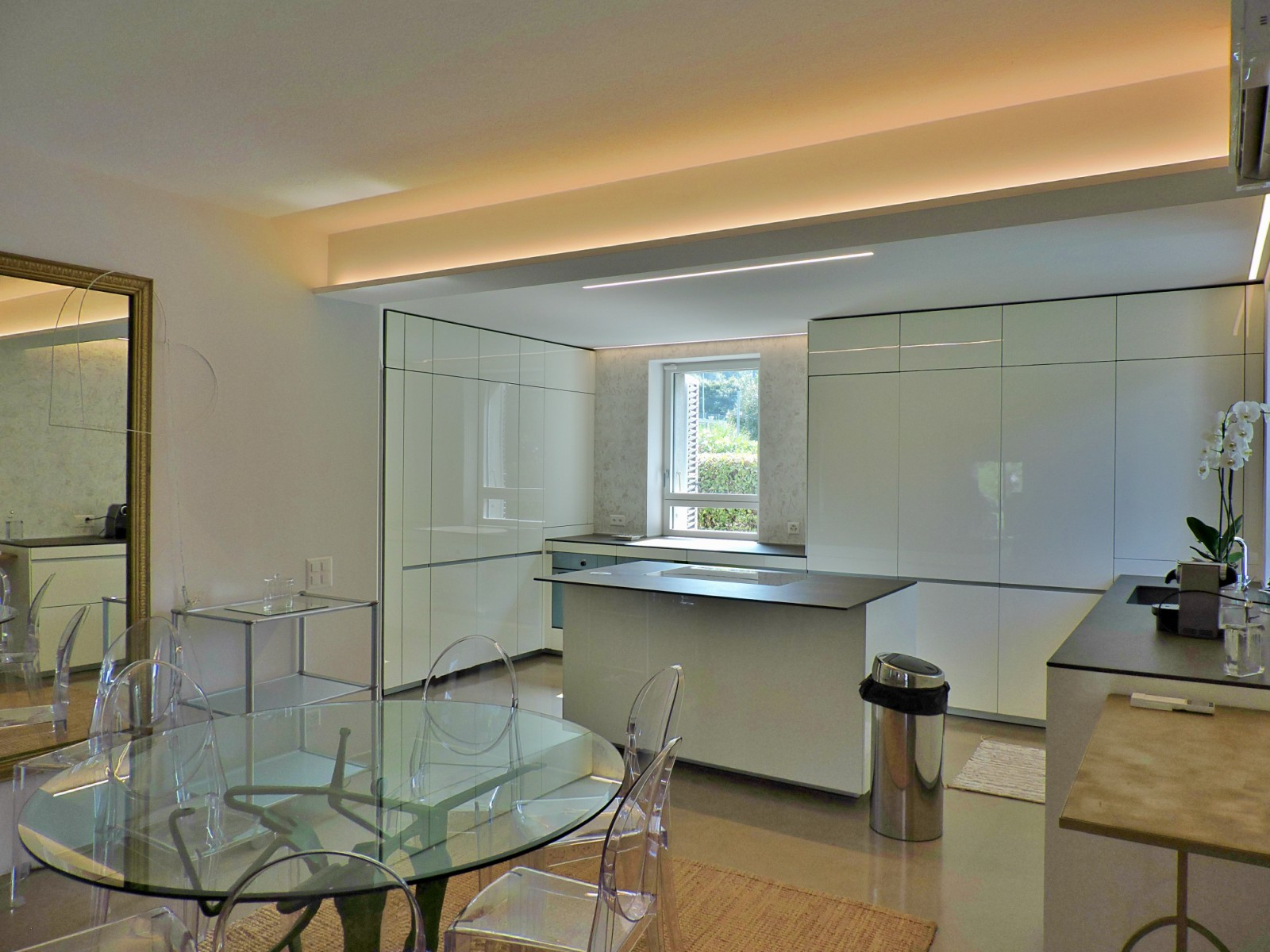How to decor an open space: a kitchen project on Lake Lugano