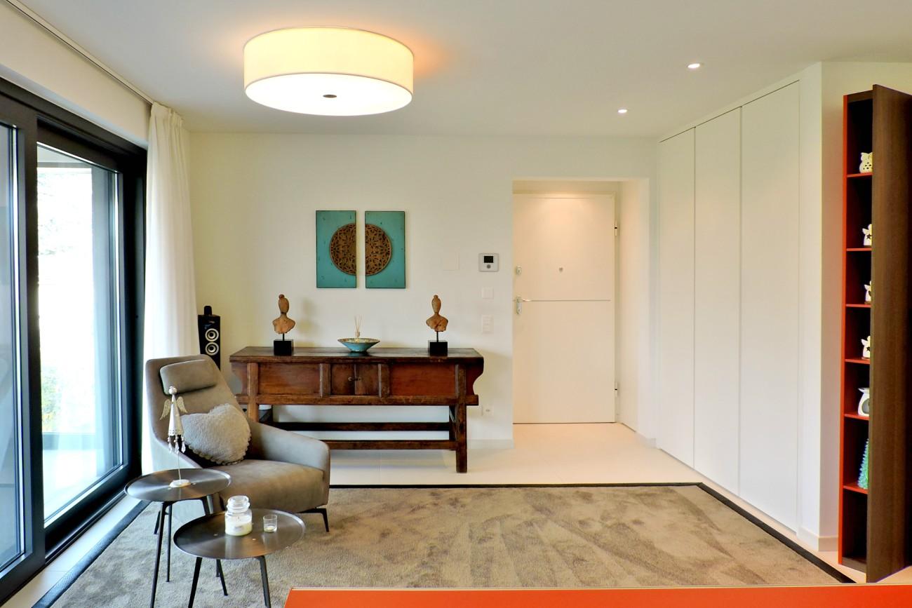 appartamento colorato turchese ingresso