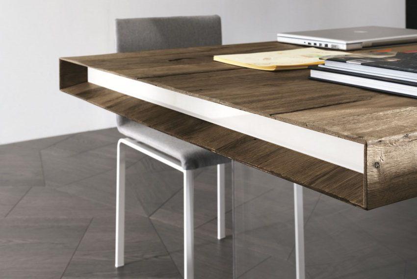 Tavolo-di-design-in-legno-massello-con-testate-in-vetro-1024x568