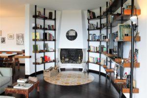 arredare una villa sul lago di como libreria su misura