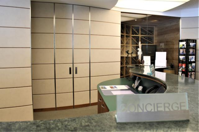 mobili su misura per hotel reception parco san marco